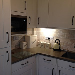 kitchen-under-cabinet-lighting-1